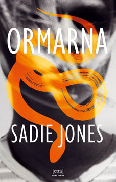 Sadie Jones ormarna-768x1208